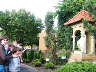 Specjalny Ośrodek Wychowawczy - Nabożeństwa majowe przy kapliczce w Ośrodku