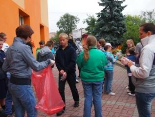 """Specjalny Ośrodek Wychowawczy - Akcja Sprzątanie Świata """"Kocham, lubię, szanuję... nie śmiecę"""""""